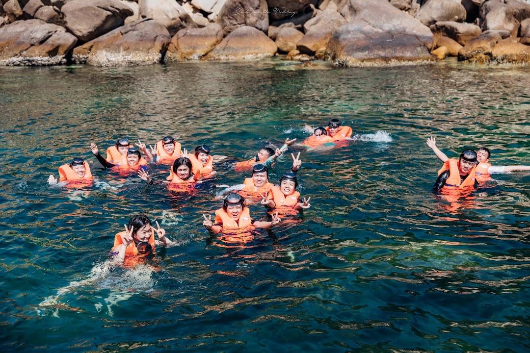 Lặn ngắm những rạn san hô rực rỡ sắc màu và hoà mình vào làn nước biển xanh mát