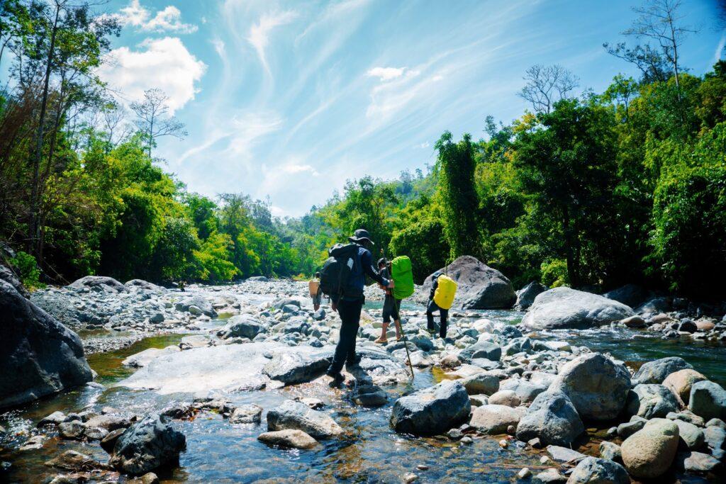 Những lợi ích khiến các bajn phải bắt đầu xách balo lên và trekking