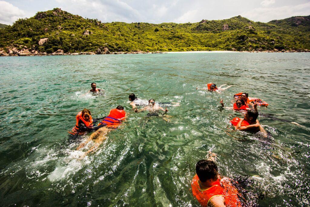 """Lặn ngắm san hô - """"món ngon"""" không thể bỏ qua khi du lịch biển"""