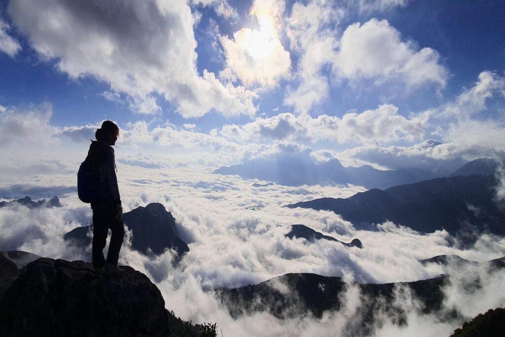 Chinh phục vẻ đẹp nên thơ nhất vùng Tây Bắc với đỉnh Ky Quan San hikking trekking
