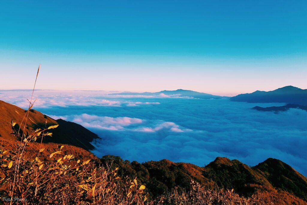 Chìm đắm trong biển mây trên đỉnh Tà Chì Nhù