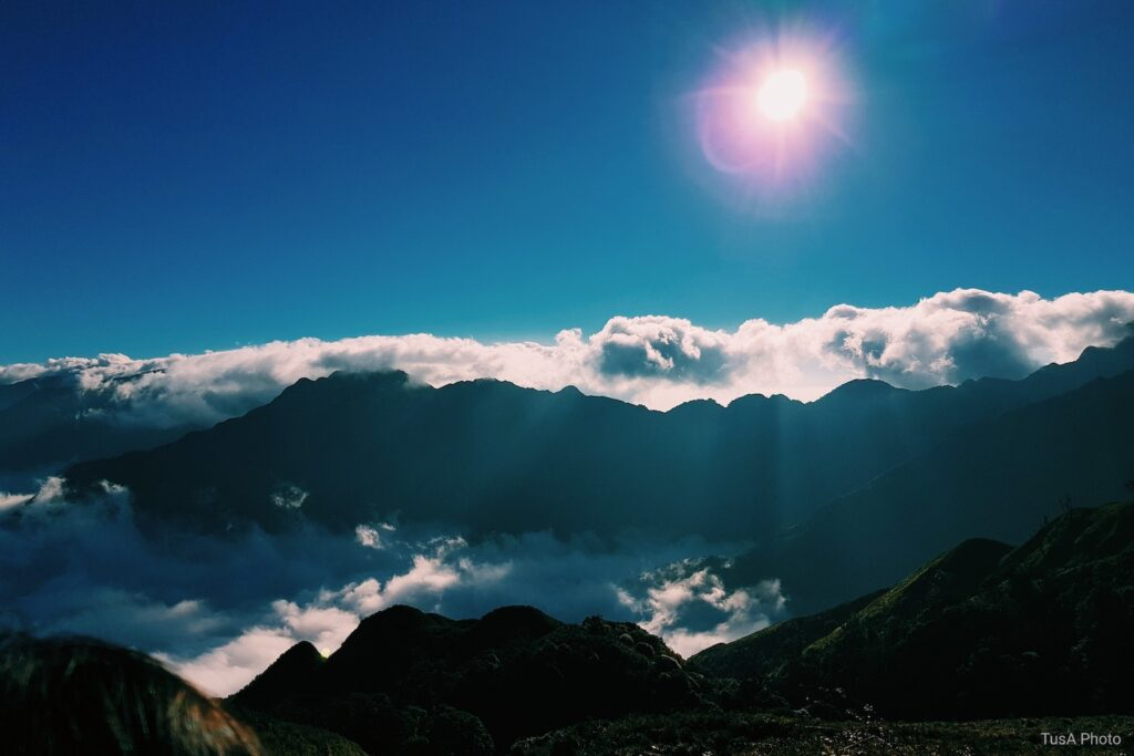 Khám phá vẻ đẹp nên thơ mà hùng vĩ nơi đỉnh Tà Chì Nhù