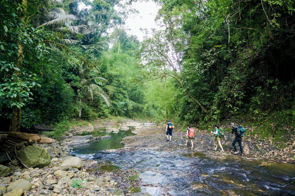 Trải nghiệm băng rừng với nhiều loại địa hình thử thách bản thân