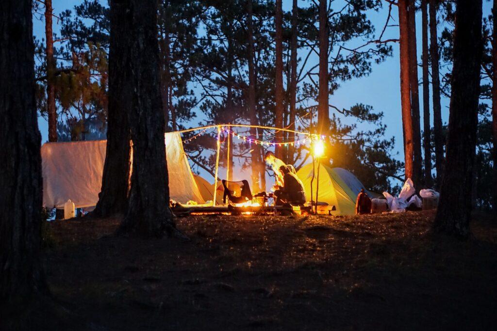 Trải nghiệm cắm trại giữa núi rừng
