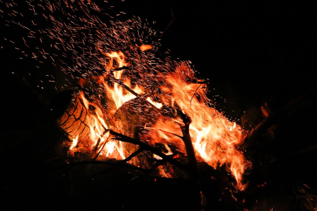 Tạo lửa từ len thép và pin