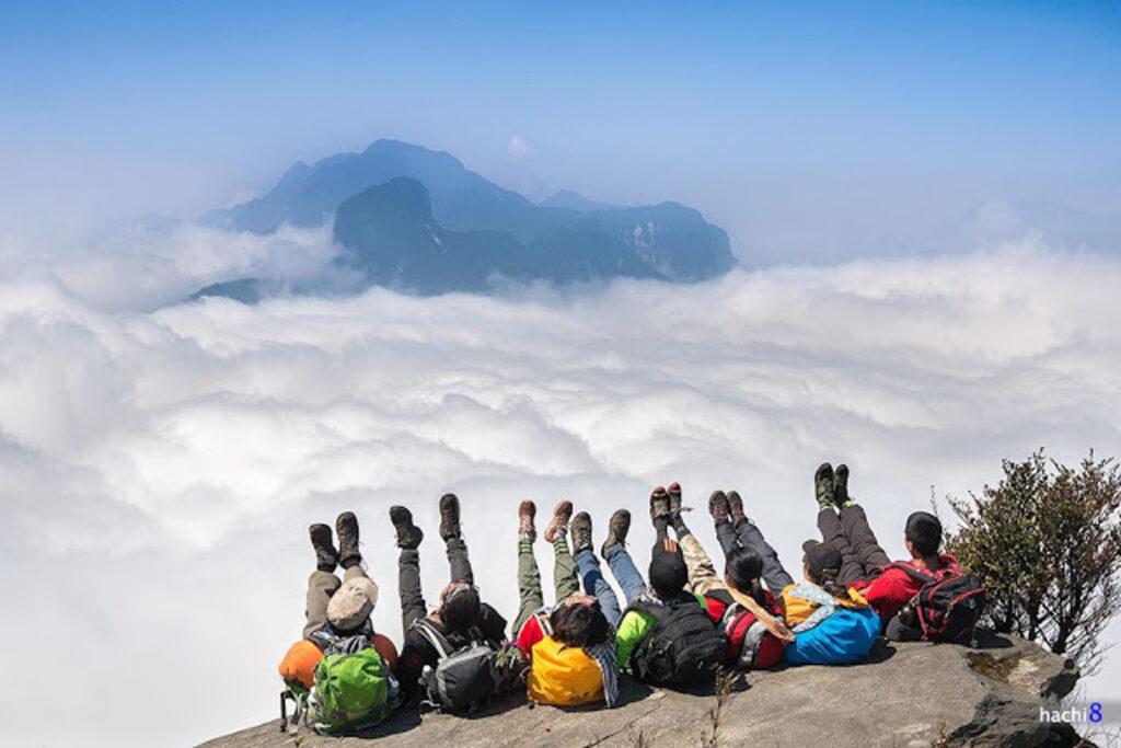 Một sức khoẻ dẻo dai luôn là điều cần thiết trước mỗi chuyến đi dài - khám phá đỉnh Fansipan