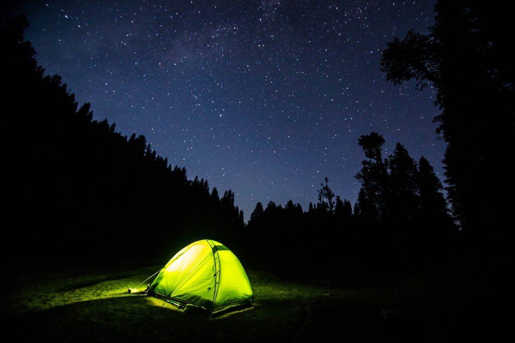 Bạn hãy tận dụng mùa dịch này để chuẩn bị cho những chuyến đi sau này nhé! By Sayan Nath