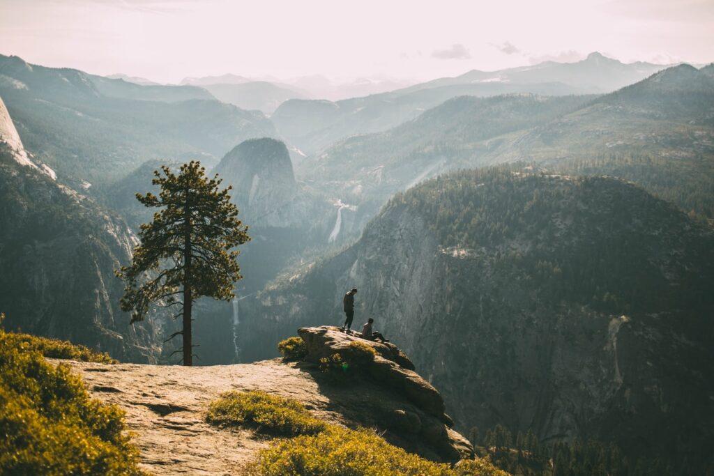 Leo núi sẽ giúp bạn vượt qua nỗi sợ hãi - trở ngại lớn nhất của mỗi con người Nguồn: Nathan Dumlao